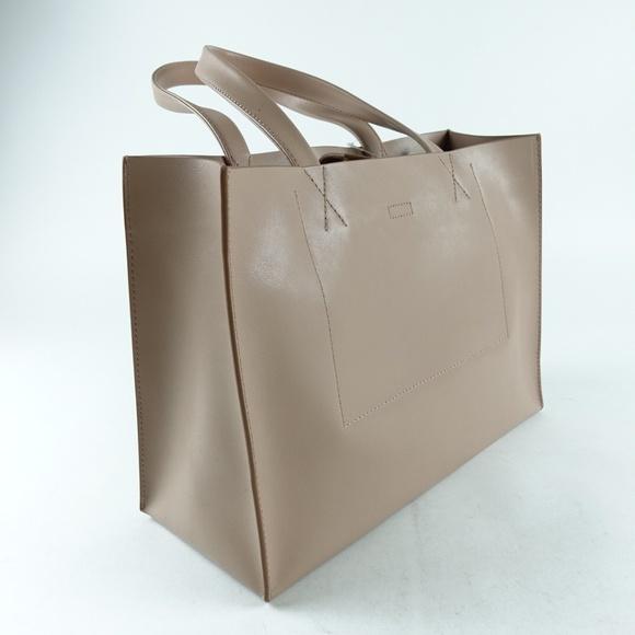 52c66ede48b3 Banana Republic Handbags - Banana Republic Tote Womens Portfolio Bag Nude